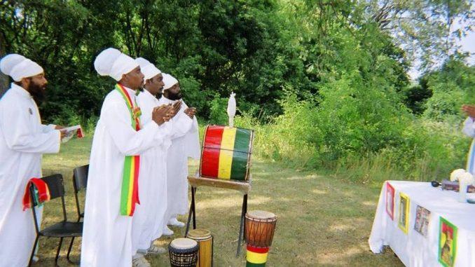 Bobo Shanti praying